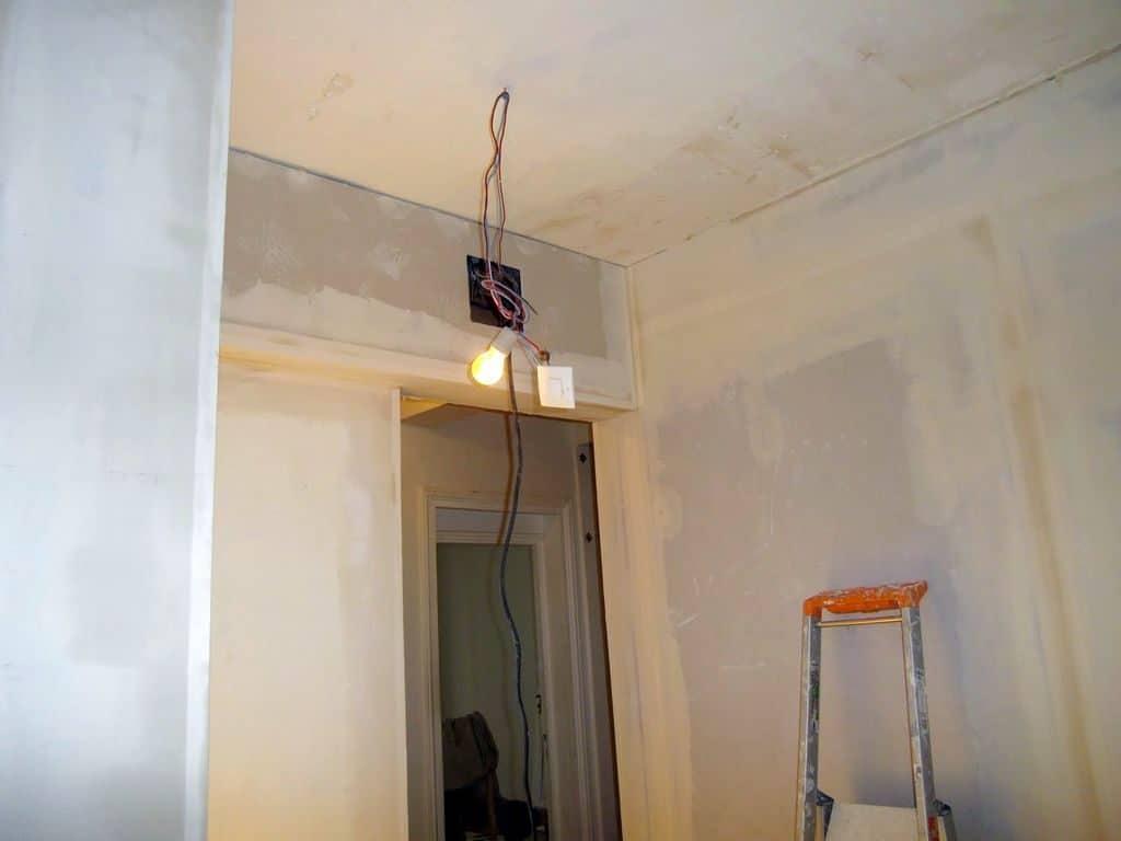 le coffrage permet aussi de cacher les fils électrique.